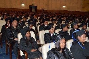 Les étudiants de la promotion Sandratra, lors de la sortie de la promotion hier, au CCI Ivato. (photo Nary)
