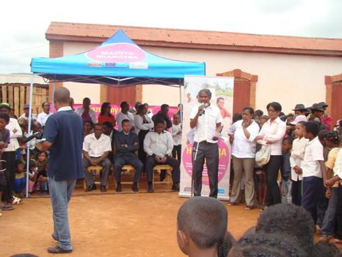 Programme d'appui d'urgence à l'éducation : Présentation au corps enseignant et aux parents d'élèves d'Ambositra