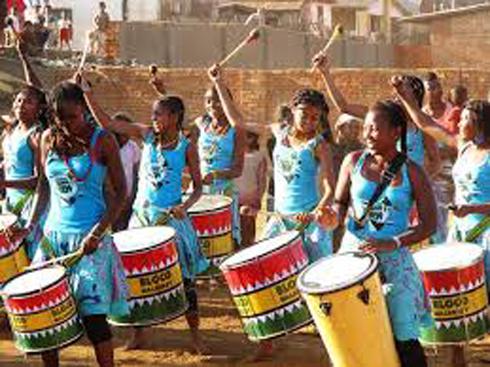 Percussions et football : Le groupe Bloco Malagasy en tournée au Brésil