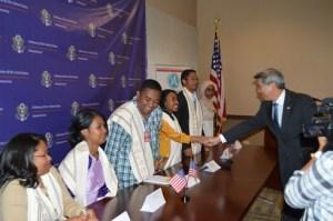 Les représentants de Madagascar, pendant leur présentation  officielle hier, à l'Ambassade des Etats-Unis à Andranomena.