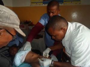 L'association Manampisoa n'a pas manqué de distribuer des jouets aux enfants ayant bénéficié d'une circoncision collective.