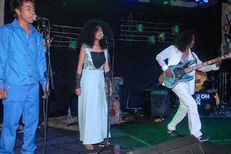 Rolf en concert: Prestation réussie à la Tranompokonolona Analakely