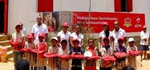 Des kits scolaires pour les écoliers de l'EPP Mahavelona.