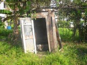 La majorité des Malgaches utilise des latrines non conformes, ou n'en utilise pas du tout.