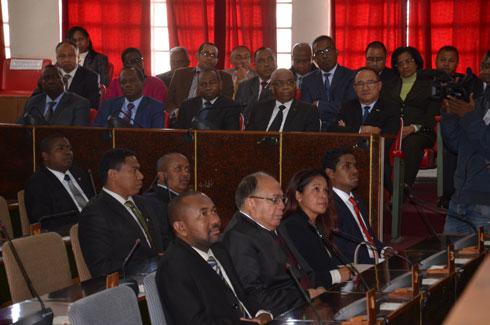 Remaniement du gouvernement : Des députés et des chefs de parti consultés
