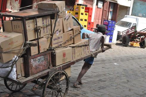 Circulation : Les tireurs de pousse-pousse se plient aux règlements