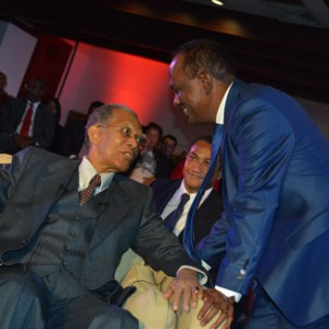 Didier Ratsiraka en pleine conversation hier au Carlton avec le président du HVM Rivo Rakotovao.