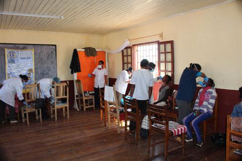 Lions Club Antananarivo Iarivo : Extraction dentaire gratuite à Andohatapenaka