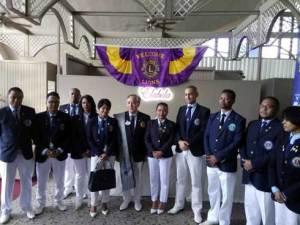 Le nouveau gouverneur de district (au milieu), entouré de présidents de clubs à son arrivée, hier, à Ivato. Le nouveau gouverneur de district (au milieu), entouré de présidents de clubs à son arrivée, hier, à Ivato.