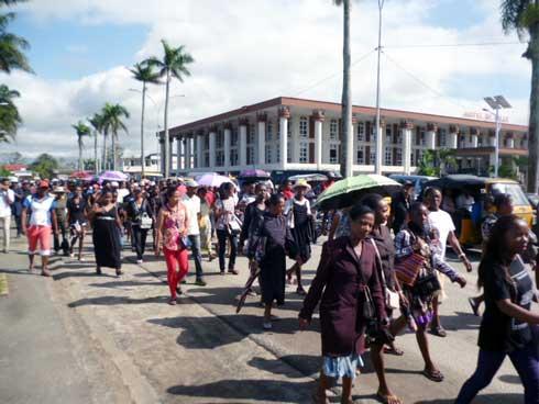 Sempama-nosy sampana Toamasina : Nidina an-dalam-be ireo mpampianatra sy mpanabe omaly