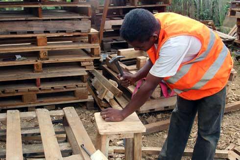 Moramanga : Une association dotée de bois recyclé par Ambatovy