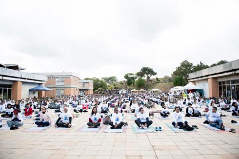 Journée internationale du yoga : 1 500 personnes sont venues à Ambohitsaina