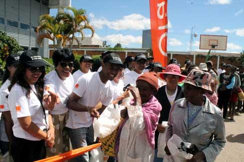 Orange Solidarité Madagascar : Partage de joie et de bonne humeur pour les familles nécessiteuses
