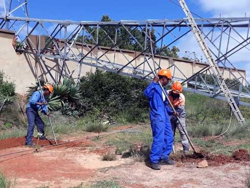 Coupures d'électricité de la Jirama : Reconstruction du pylône de haute tension de Behitsy