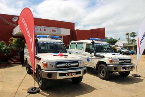 CHRD Moramanga et SMIMO : Remise de deux ambulances équipées et de  consommables médicaux par Ambatovy