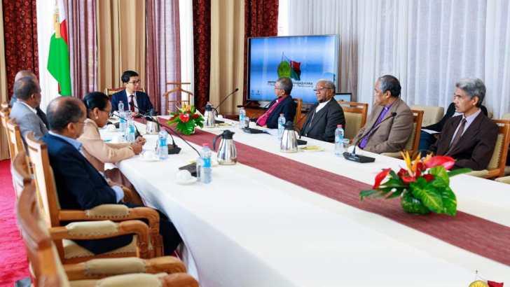 Consultation du président de la République : Partis politiques et société civile exclus