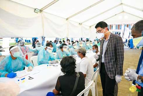 Explosion des cas-contacts à Toamasina : Andry Rajoelina hausse le ton contre l'indiscipline de la population locale