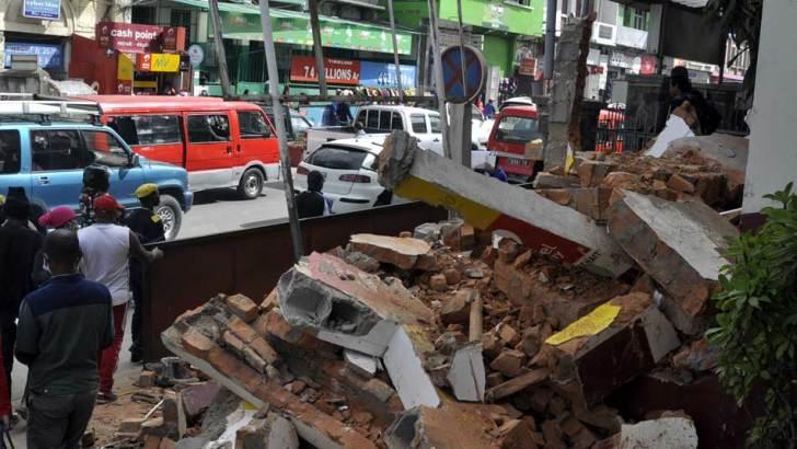 Assainissement de la ville :Une dizaine de blocs en dur démolis à Soarano