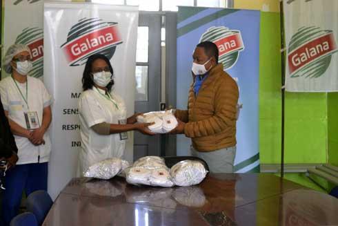 CHUMET Tsaralalàna : Remise de gels hydro-alcooliques et masques par Galana