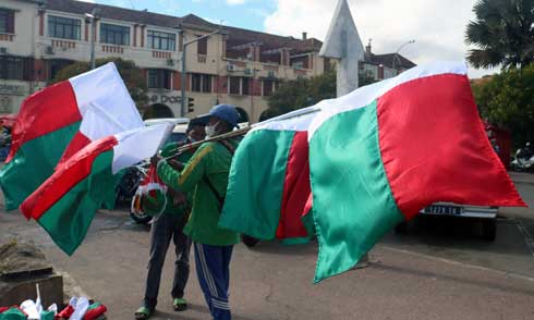 60e anniversaire de l'indépendance : Certains foyers commencent à arborer le drapeau national