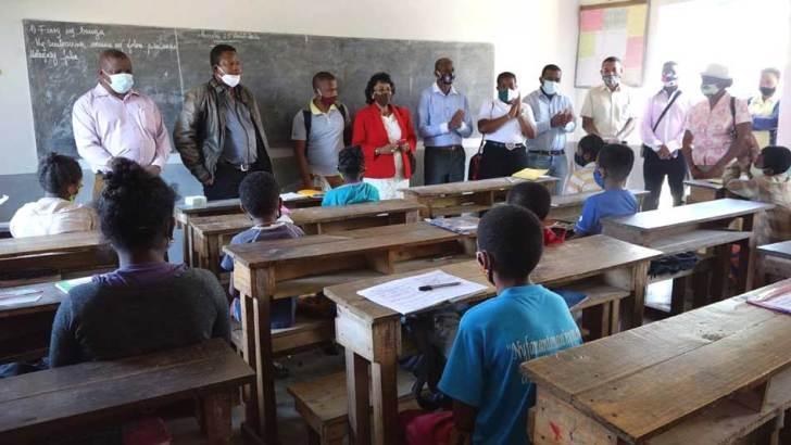 Région Anosy :1 450 masques distribués par la ministre Voahary Rakotovelomanantsoa
