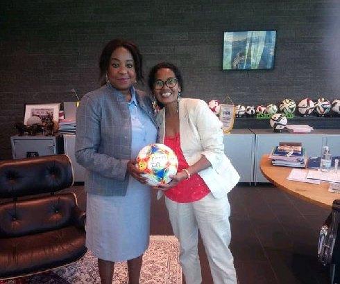 Football – FIFA : Fanja Andriamampandry reçue par  Fatma Samoura