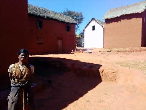 Voyage  : Andranovelona, le village des « sans nom de famille »