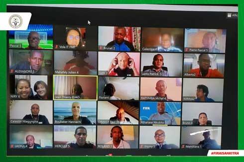 Football : Les instructeurs se recyclent en ligne