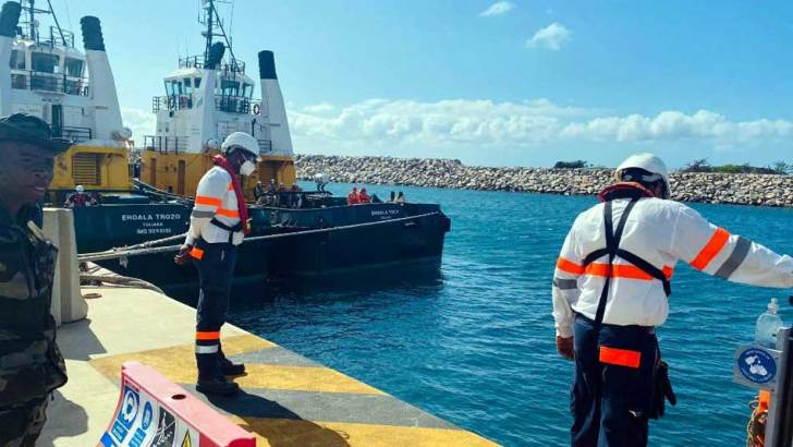 Intervention anti-pollution marine :Exercices pratiques de simulation à Fort-Dauphin