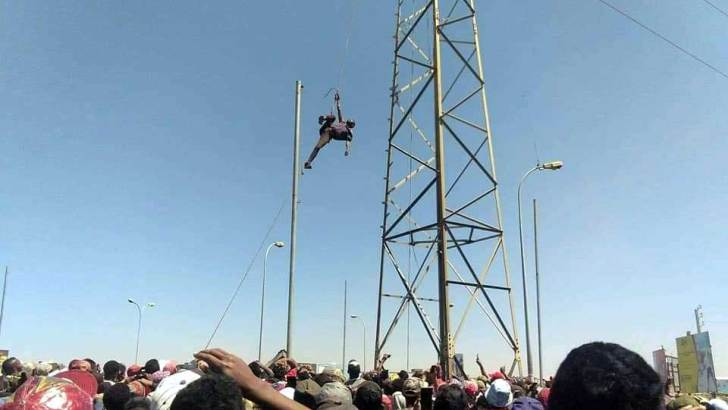 Anosizato :Un fou à lier monte sur un pylône à haute tension de la Jirama