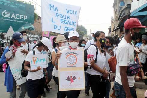 Journée internationale de la fille : Marche blanche à Antanikatsaka Itaosy