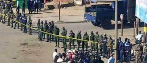 Un cordon formé par les éléments des forces de sécurité pour barrer la route à l'opposition à Fianarantsoa