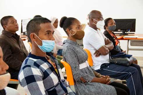 Education à la vie en harmonie : Création de 342 écoles des parents dans tout Madagascar