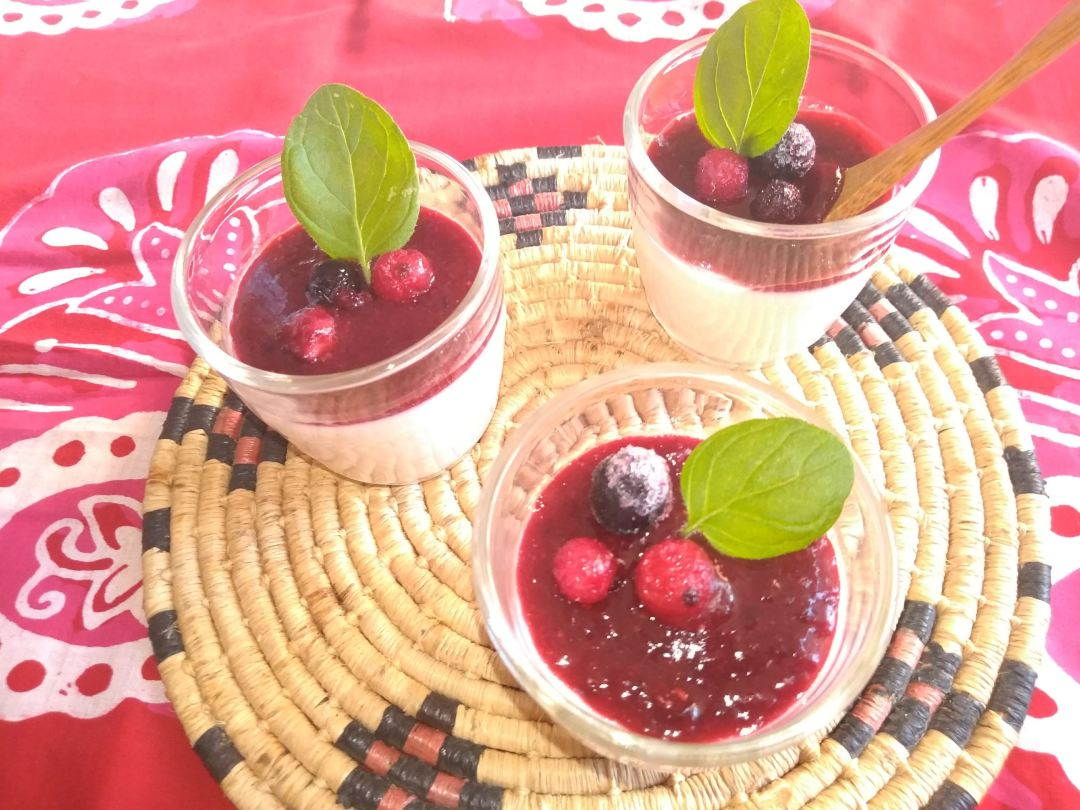 Panna Cotta au lait d'amandes et fruits rouges