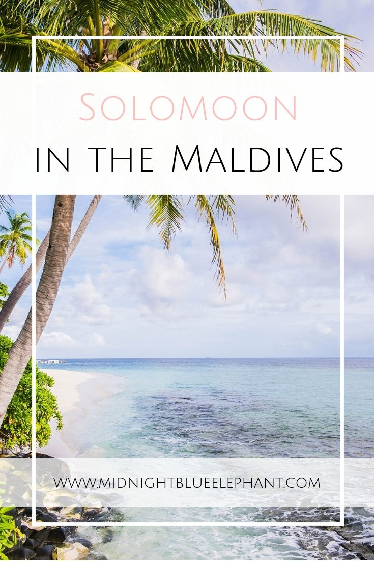 Want to travel the world solo and explore paradise by yourself? Why you should head to the Maldives for a solomoon & how to have the time of your life.  Where to find the perfect island resort for your solo trip, why traveling by your own is good for the soul, and how to ignore all the happy couples when traveling to a romantic destination by yourself. #maldives #solotravel #solomoon #islandlife