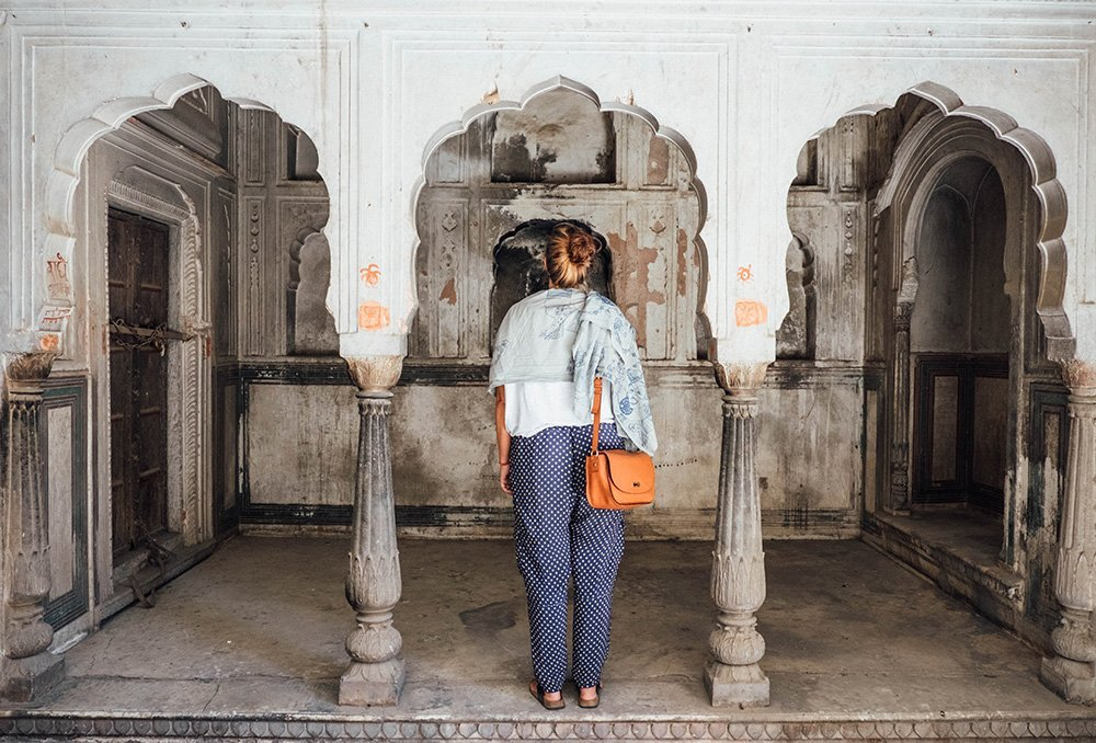 Heading to India's pink city? Check out my Elephant's Guide with the best things to do in Jaipur, where to stay, what to eat and how to get around.