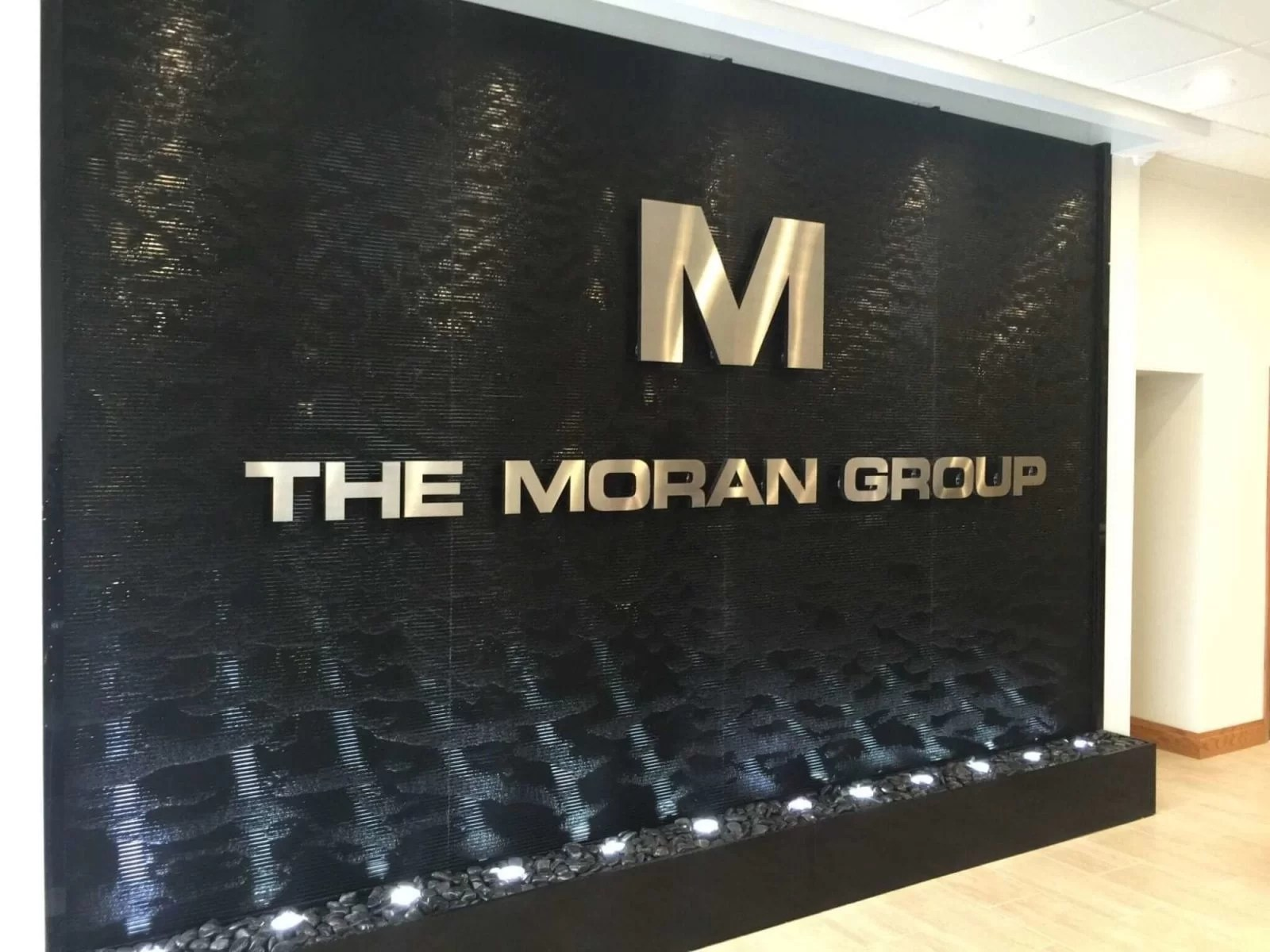 Black Scored Acrylic Water Wall Aquafall with Logo at FE Moran Offices in Northbrook Illinois 2