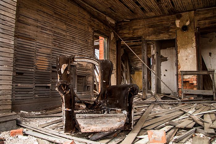 The Gray House in disrepair (Dustin White)