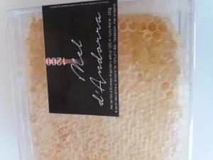 miel en rayon, miel avec cire, miel en morceau, miel en breche, breche de miel, rayon de miel acheter, miel entier, miel au couteau, miel avec alveole