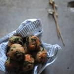 Polpette di pane e prezzemolo con pesto di noci e basilico