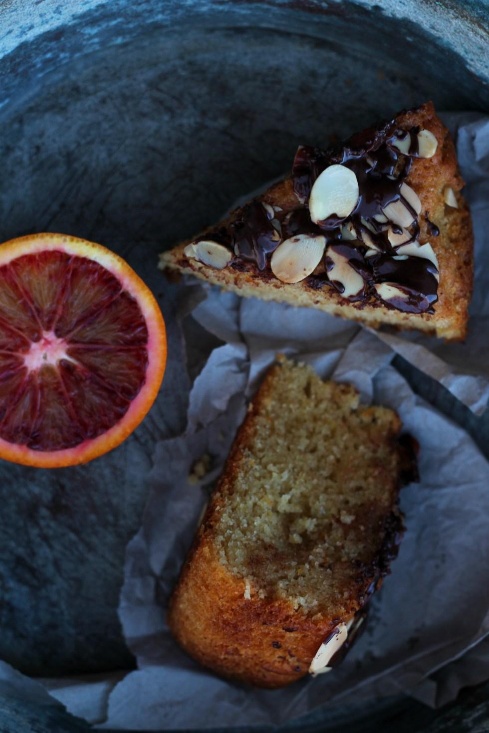 torta vegana arance rosse mandorle e cioccolato 3
