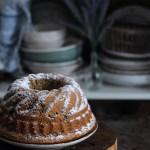 Ciambellone [alla farina di riso] con caffè cioccolato e nocciole