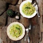 Fettuccine con pesto di zucchine, mandorle e pecorino