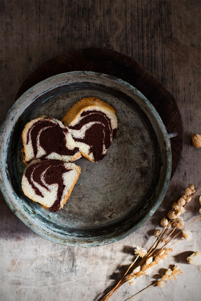Bundt cake agli albumi variegata al cacao