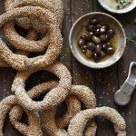 Koulouri Salonicco, anelli di pane al sesamo