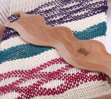 Ashford Wavy Weaving Shuttle