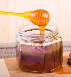 Bote de miel con paneles chorreados de miel