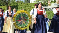 Kräuterweihe und Maria Himmelfahrts-Prozession in Untermieming, Foto: Knut Kuckel