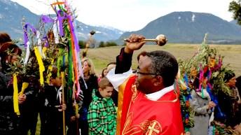 Palmsegnung mit Pfarrer Paulinus beim Seekreuz in Barwies, Foto: Knut Kuckel