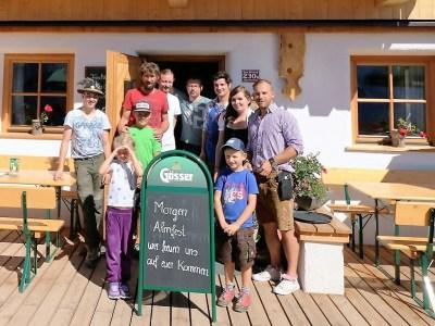 Alle freuen sich auf ein großes Hochfeldern-Alm-Fest, Foto: Knut Kuckel